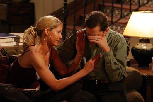 Two and a Half Men - Zwischen Frankie (Jenna Elfman, l.) und Alan (Jon Cryer,...