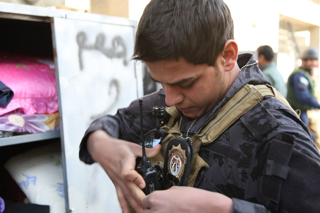 Nachdem die Briten und Amerikaner das Land verlassen haben, hat der Irak nach wie vor täglich mit Angriffen zu kämpfen. Krishnan Guru-Murthy und sei... - Bildquelle: Quicksilver Media 2012