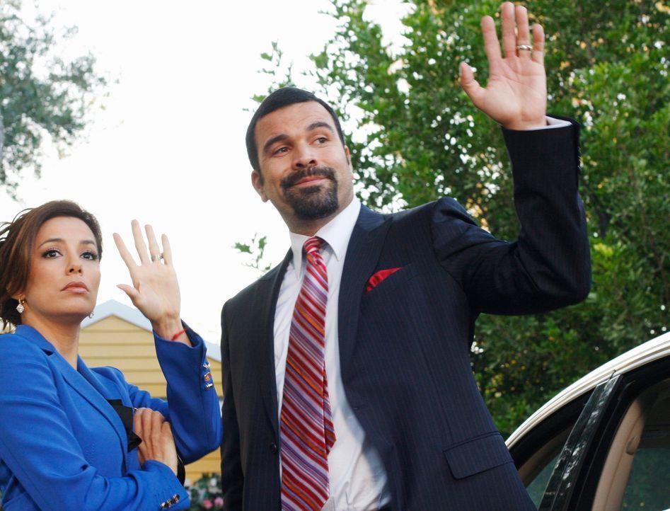 Müssen sich mit ihrer Herkunft auseinandersetzten: Gabrielle (Eva Longoria, l.) und Carlos (Ricardo Antonio Chavira, r.) ... - Bildquelle: ABC Studios