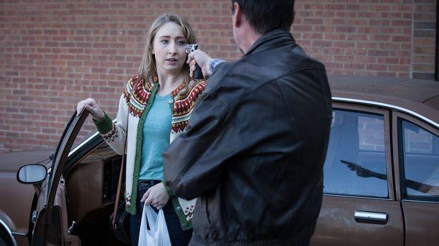 Die 20-jährige Wendy (Cassondra Padfield, l.) wird in einem Vorort von Maryla...