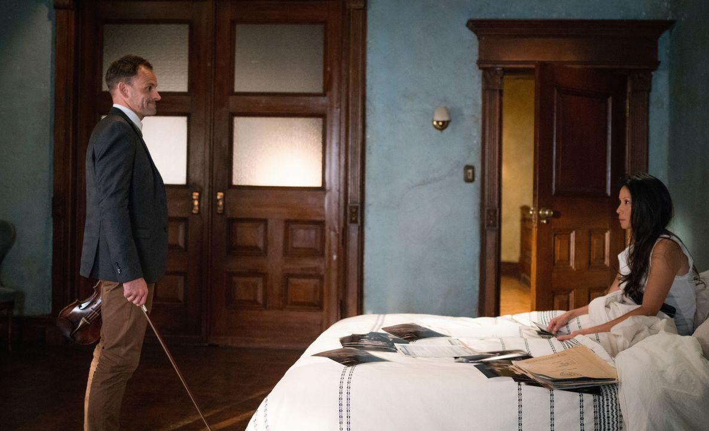 Nichts ist, wie es scheint: Joan (Lucy Liu, r.) und Holmes (Jonny Lee Miller, l.) auf der Suche nach einer entführten Frau ... - Bildquelle: Michael Parmelee 2016 CBS Broadcasting, Inc. All Rights Reserved