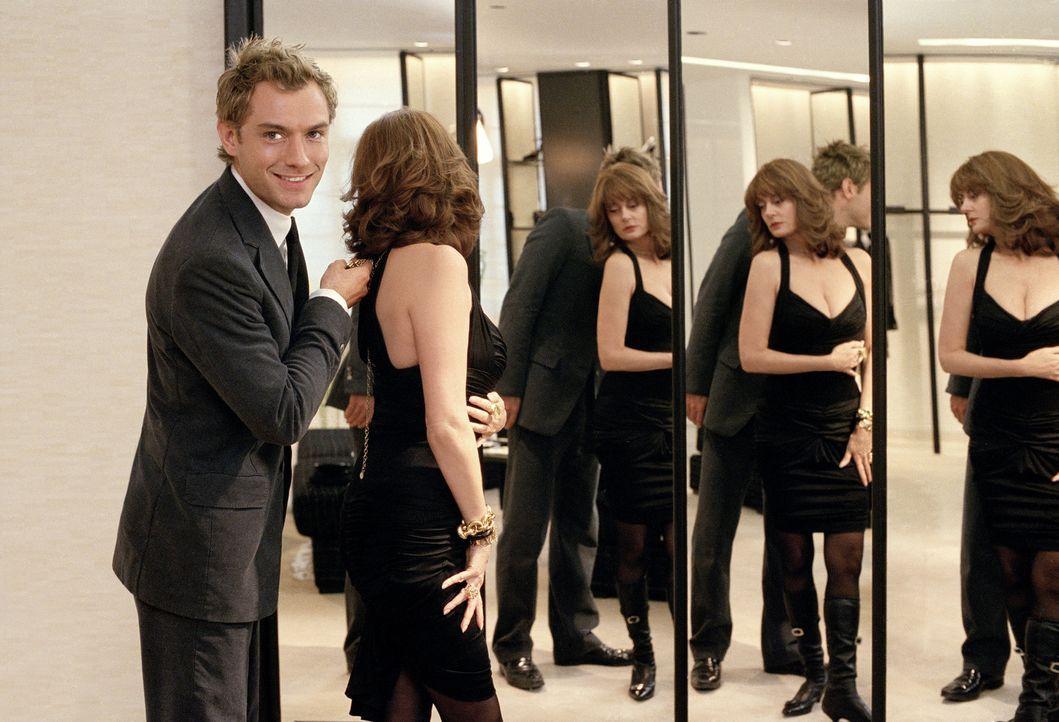 Frauen sind für Alfie (Jude Law, l.) bewundernswerte Kunstwerke. Wird es dem Herzensbrecher zu eng in einer seiner vergänglichen Beziehungen, mach... - Bildquelle: Paramount Pictures