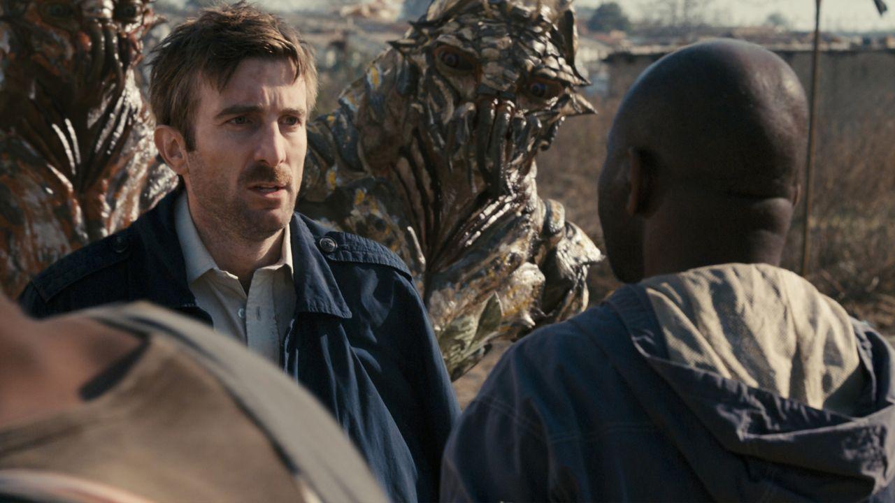 Als die MNU damit beginnt, alle nicht-menschlichen Wesen vom District 9 in ein neues Camp zu verlegen, infiziert sich der MNU-Agent Wikus van der Me... - Bildquelle: 2009 District 9 Ltd. All Rights Reserved.