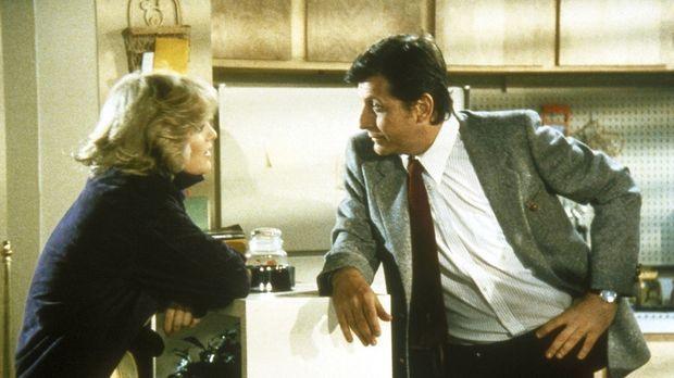 Cagney (Sharon Gless, l.) hat Probleme mit ihrem Kollegen Dory McKenna (Barry...