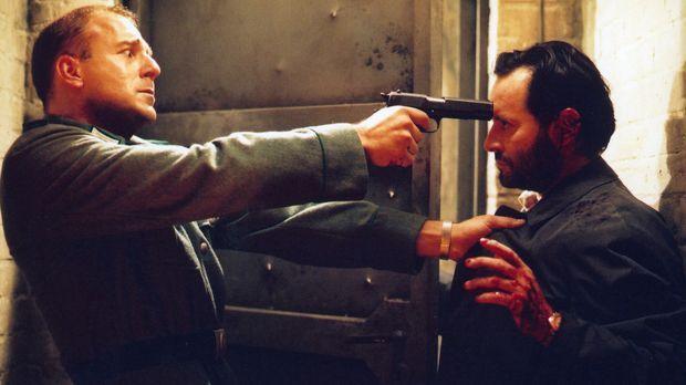 Auch Oberst Krüger (Uwe Kokisch, r.) kann Harry (Heino Ferch, l.) nicht aufha...