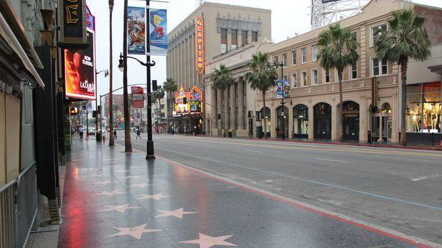 Der berühmte Hollywood Boulevard - Die glitzernde Straße, wo sich Stars und S...