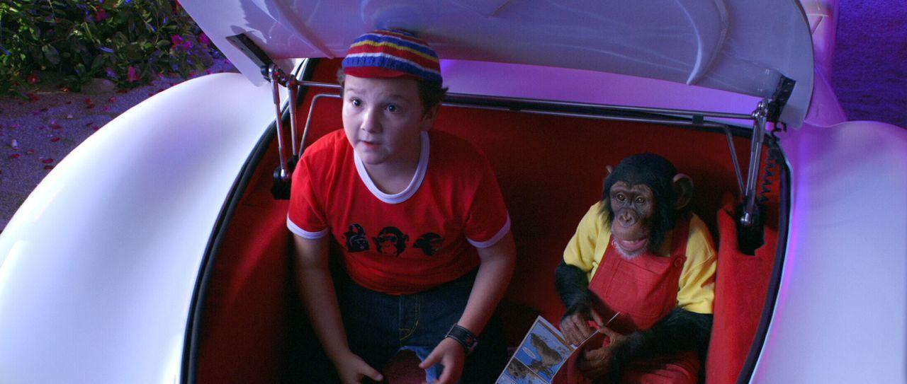Der kleine Spritle (Paulie Litt) und sein Schimpanse Chim Chim haben auch Benzin im Blut ...
