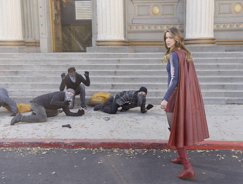 Kara alias Supergirl (Melissa Benoist) leidet unter den Folgen ihres Handelns, nachdem sie mit rotem Kryptonit in Kontakt gekommen war. Kann sie das... - Bildquelle: 2015 Warner Bros. Entertainment, Inc.