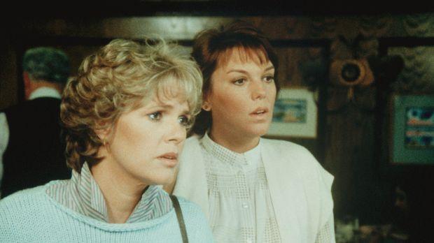 Cagney (Sharon Gless, l.) und ihre Kollegin Lacey (Tyne Daly) möchten im Rest...