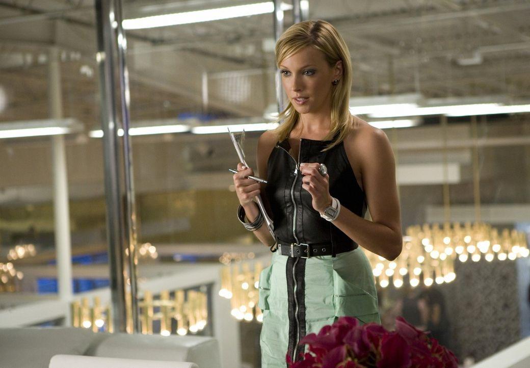 Ellas (Katie Cassidy) Idol Amanda entpuppt sich als übelwollende, herablassende Schlange... - Bildquelle: 2009 The CW Network, LLC. All rights reserved.