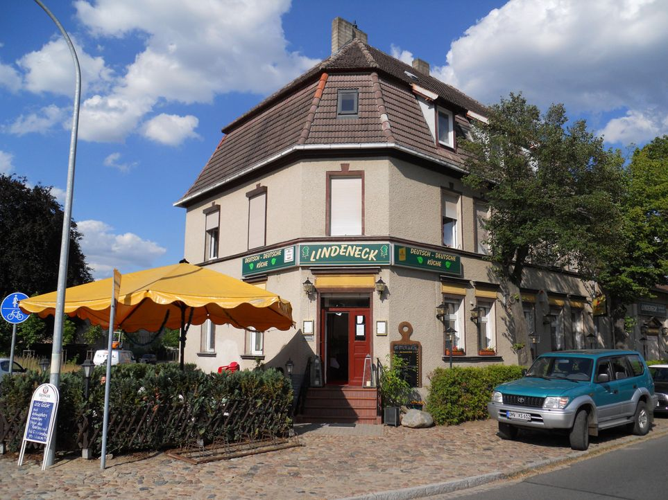 """Borgsdorf, nördlich von Berlin. Hier liegt das Restaurant """"Lindeneck"""" von Simone Wünsche (53). Eigentlich konkurrenzlos, deutsche Küche gibt es weit... - Bildquelle: kabel eins"""