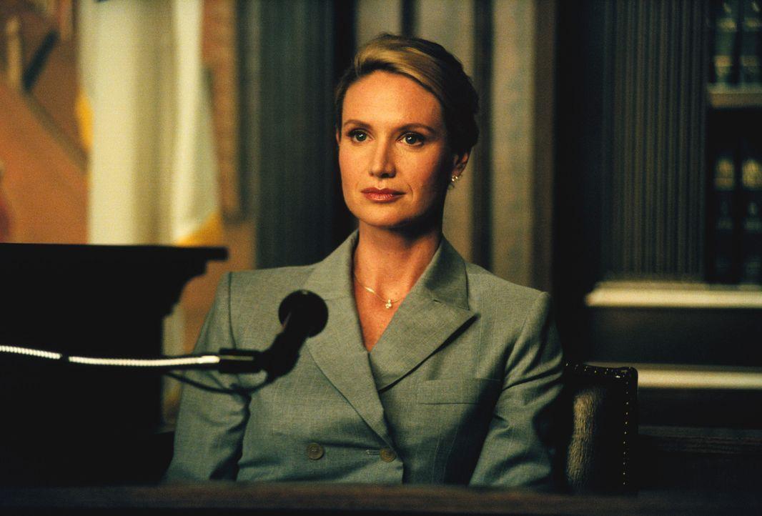 Die Kanzleichefin Gloria Albright (Kelly Lynch) hat alle Männer aus ihrer Kanzlei verbannt, um negative Schwingungen zu vermeiden. Doch dieser Schri... - Bildquelle: 2001 Twentieth Century Fox Film Corporation. All rights reserved.