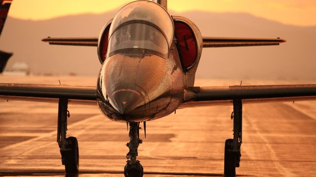 Manchmal müssen die Piloten auch gefährliche Manöver in Kauf nehmen ... © 201...