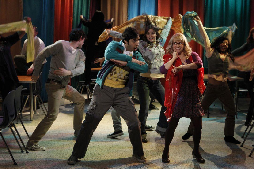 Ein Traum von Bollywood: Bernadette (Melissa Rauch, r.) und Rajesh (Kunal Nayyar, l.) ... - Bildquelle: Warner Bros. Television