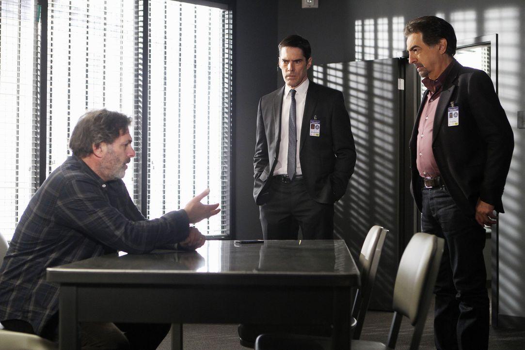Hat Bruce Morrison (Ken Olin, l.) etwas mit dem Verschwinden seiner Töchter zu tun? Rossi (Joe Mantegna, r.) und Hotch (Thomas Gibson, M.) versuche... - Bildquelle: ABC Studios