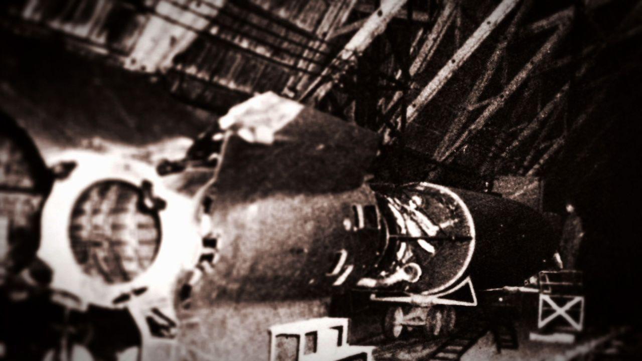 """Gegen Ende des Zweiten Weltkriegs glaubten nicht nur viele Deutsche an die Existenz sogenannter """"Wunderwaffen"""". Auch unter den Alliierten ging man d... - Bildquelle: LIKE A SHOT ENTERTAINMENT 2014"""