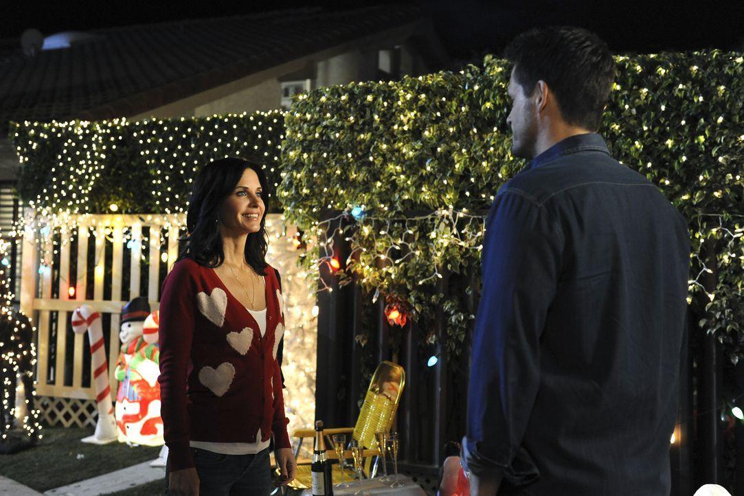 Der Valentinstag steht vor der Tür, und Jules (Courteney Cox, l.) hat eine furchtbare Panik davor, da sie seit ihrem elften Lebensjahr diesen Tag i... - Bildquelle: 2009 ABC INC.
