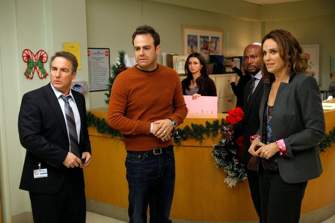 Machen sich Sorgen um Charlotte und die Babys: Violet (Amy Brenneman, r.), Cooper (Paul Adelstein, 2.v.l.), Sheldon (Brian Benben, l.), Amelia (Cate... - Bildquelle: ABC Studios