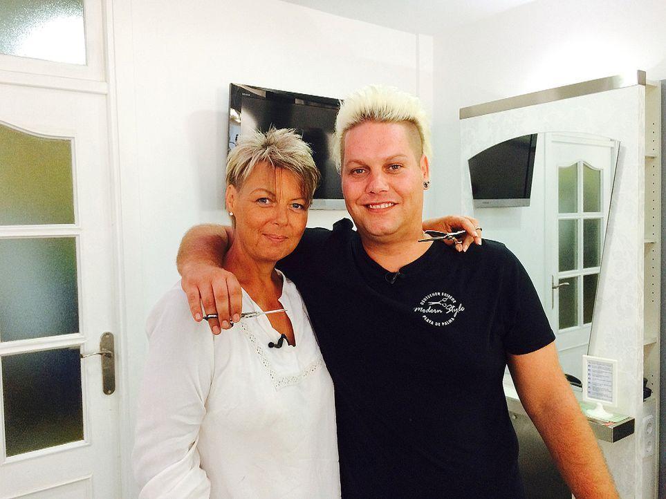Was Andrea (l.) und ihr Kollege Dennis (r.) im Friseursalon am Ballermann täglich erleben, hält Andrea nicht davon ab, bald einen zweiten Laden zu e... - Bildquelle: kabel eins