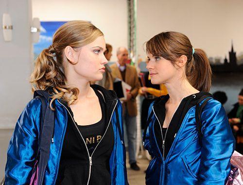Was ist zwischen Caro und Jenny Hartmann los?  - Bildquelle: Christoph-Assmann - Sat1