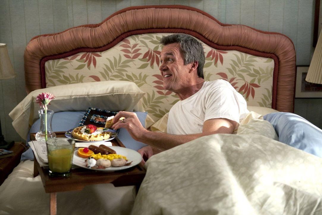 Unter Frankies Aufsicht wird der Vatertag für Mike (Neil Flynn) immer zum absoluten Wohlfühlprogramm. Ob das Gleiche auch für den Muttertag und Fran... - Bildquelle: Warner Brothers