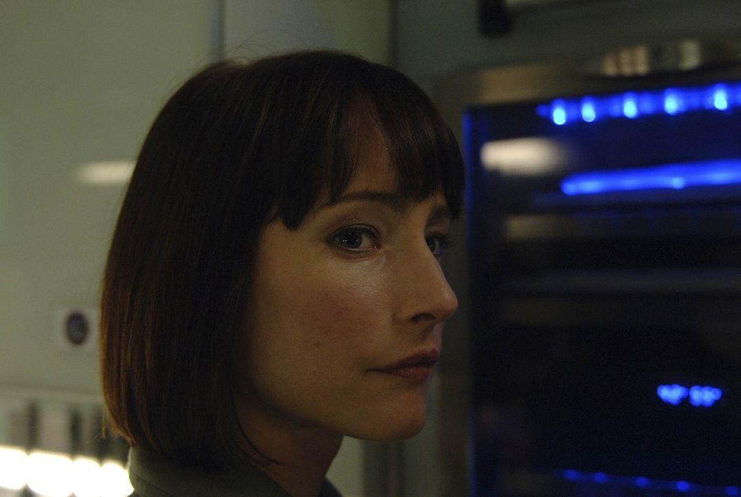 Bei einem Unfall an Bord der Antares erleidet Paula eine schwere Bauchverletzung. Nadia (Florentine Lahme) macht sich große Sorgen um sie ... - Bildquelle: 2009 Fox Television Studios.