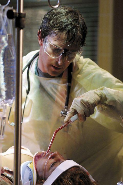 Wieder einmal muss John Carter (Noah Wyle) sein Können unter Beweis stellen ... - Bildquelle: TM+  2000 WARNER BROS.