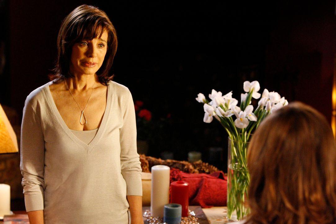 Ist Beth (Anne Archer, l.) endlich bereit, ihrer Tochter Melinda (Jennifer Love Hewitt, r.) die ganze Wahrheit über ihren Vater zu erzählen? - Bildquelle: ABC Studios