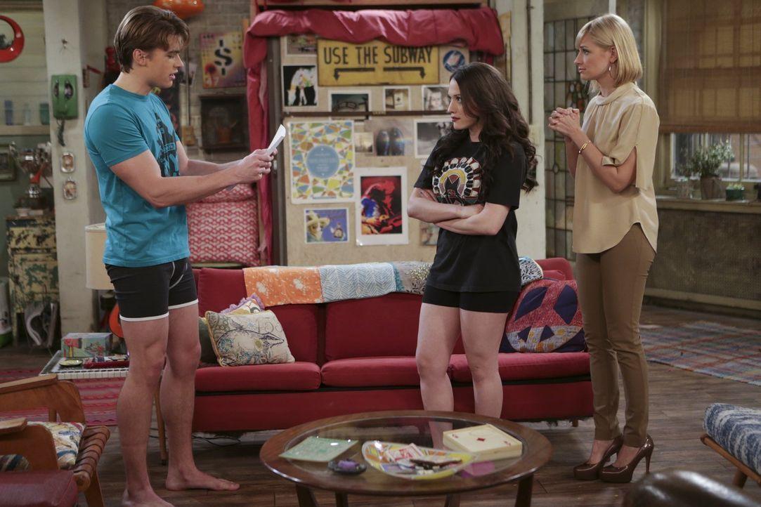 Max (Kat Dennings, M.) und Caroline (Beth Behrs, r.) setzten große Hoffnungen auf Nash (Austin Falk, l.). Wird er ihnen gerecht werden können? - Bildquelle: Warner Bros. Television
