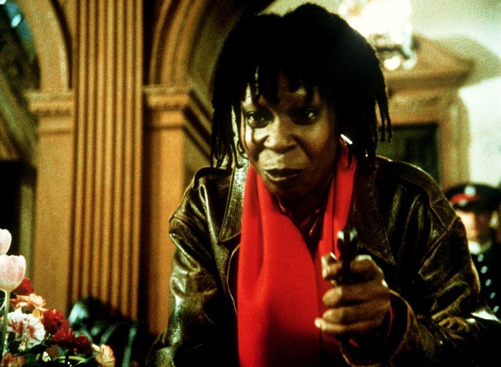 """Um dem unbekannten Agent """"Jumpin' Jack Flash"""" zu helfen, erledigt Terry (Whoopi Goldberg) mutig alle riskanten Aufträge. Dabei gerät sie von einer... - Bildquelle: 20th Century Fox"""