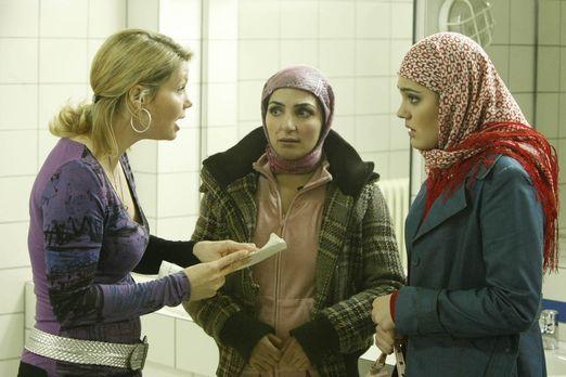 Danni Lowinski - Ein neuer Fall: Zeynep (Nilam Farooq, r.), die von ihren Elt...