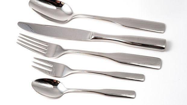 Besteck-Set bestehend aus Messer, Gabel und Löffel