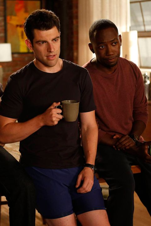 Schmidt (Max Greenfield, l.) und Winston (Lamorne Morris, r.) schlagen Jess vor, lieber auf Männerfang zu gehen, als mit ihren Bastel - und Kochküns... - Bildquelle: 2012 Twentieth Century Fox Film Corporation. All rights reserved.