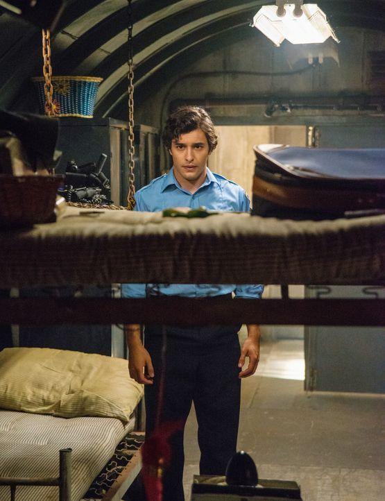 Will Sam für den Mord an Angie büßen lassen: Junior (Alexander Koch) ... - Bildquelle: 2014 CBS Broadcasting Inc. All Rights Reserved.