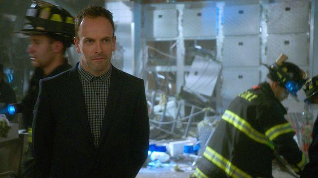 Holmes (Jonny Lee Miller) und Watson suchen nach einem Mörder, werden aber vo...
