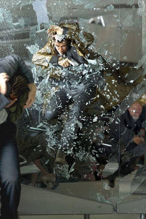 Auf der Flucht: Douglas Quaid (Colin Farrell) muss nicht nur vor der Polizei und den Regierungstruppen flüchten, sondern auch vor seinen verwirrende... - Bildquelle: Michael Gibson 2012 Columbia Pictures Industries, Inc.  All Rights Reserved. **ALL IMAGES ARE PROPERTY OF SONY PICTURES ENTERTAINMENT INC. FO