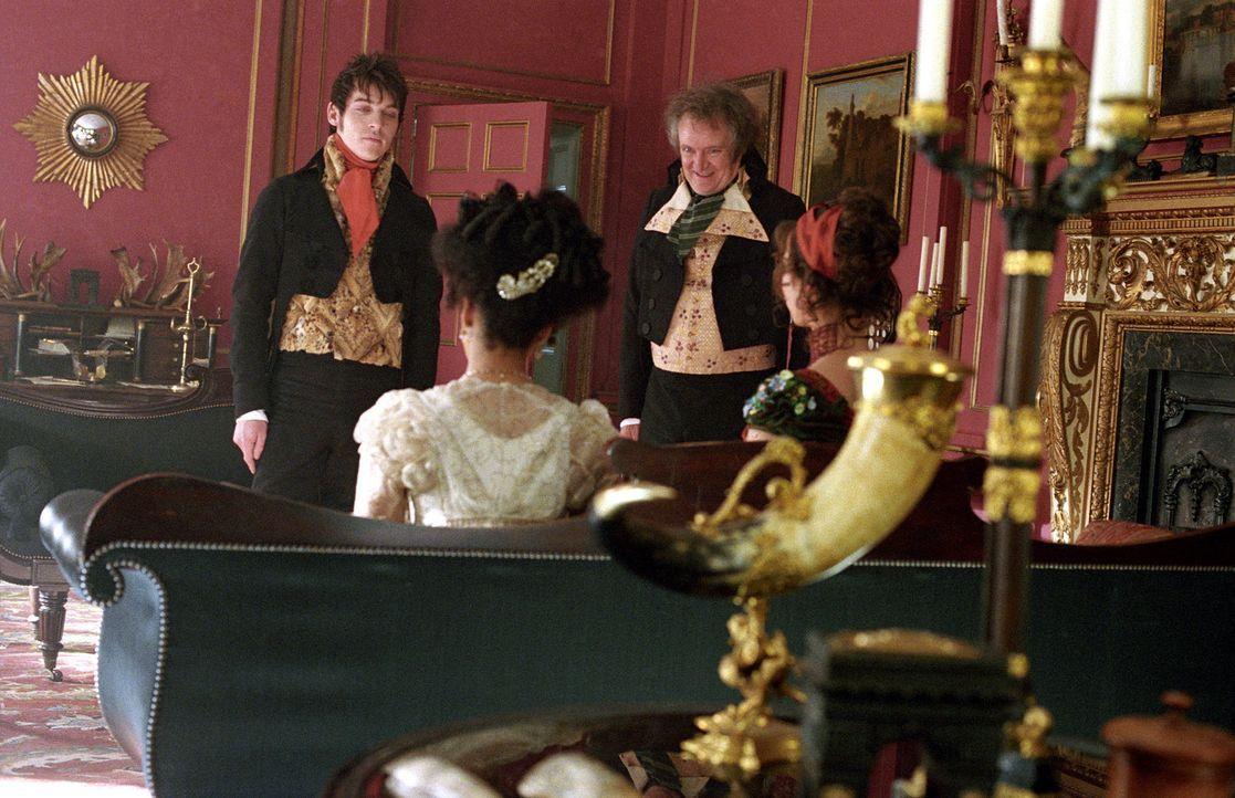 Mr. Osborne (Jim Broadbent, hinten r.) ist gewillt, seinen George (Jonathan Rhys-Meyers, hinten l.) mit einer vermögenden Frau zu verheiraten. Doch... - Bildquelle: Granada Film Productions