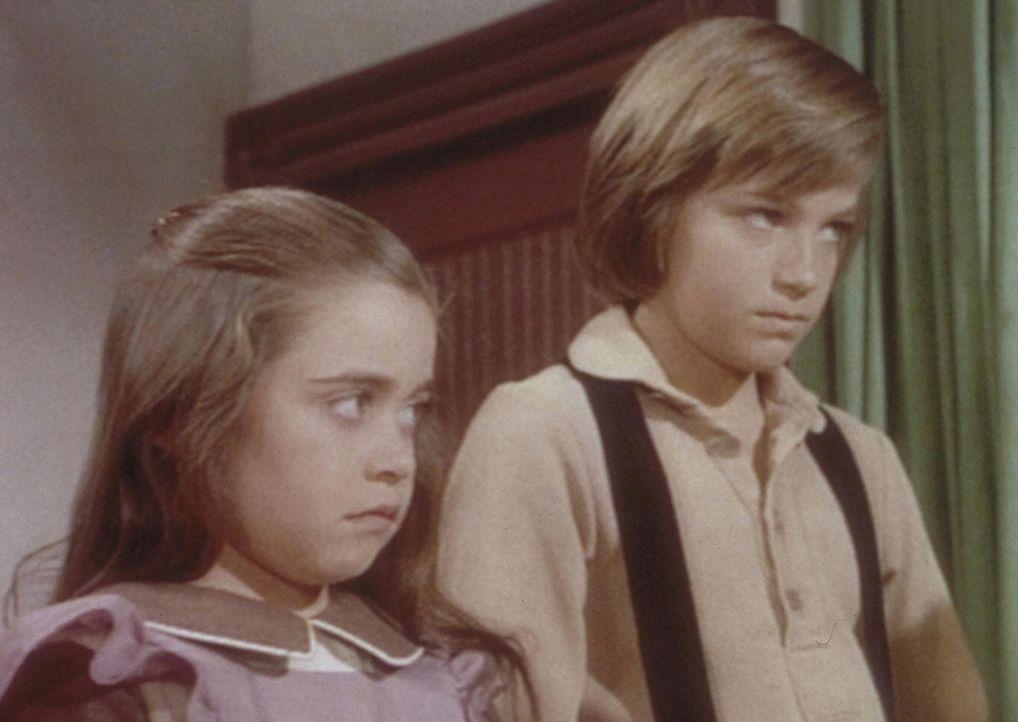Ihre neue Eltern können James (Jason Bateman, r.) und Cassandra (Missy Francis, l.) nichts recht machen. Schon lange vor Schulbeginn müssen sie aufs... - Bildquelle: Worldvision