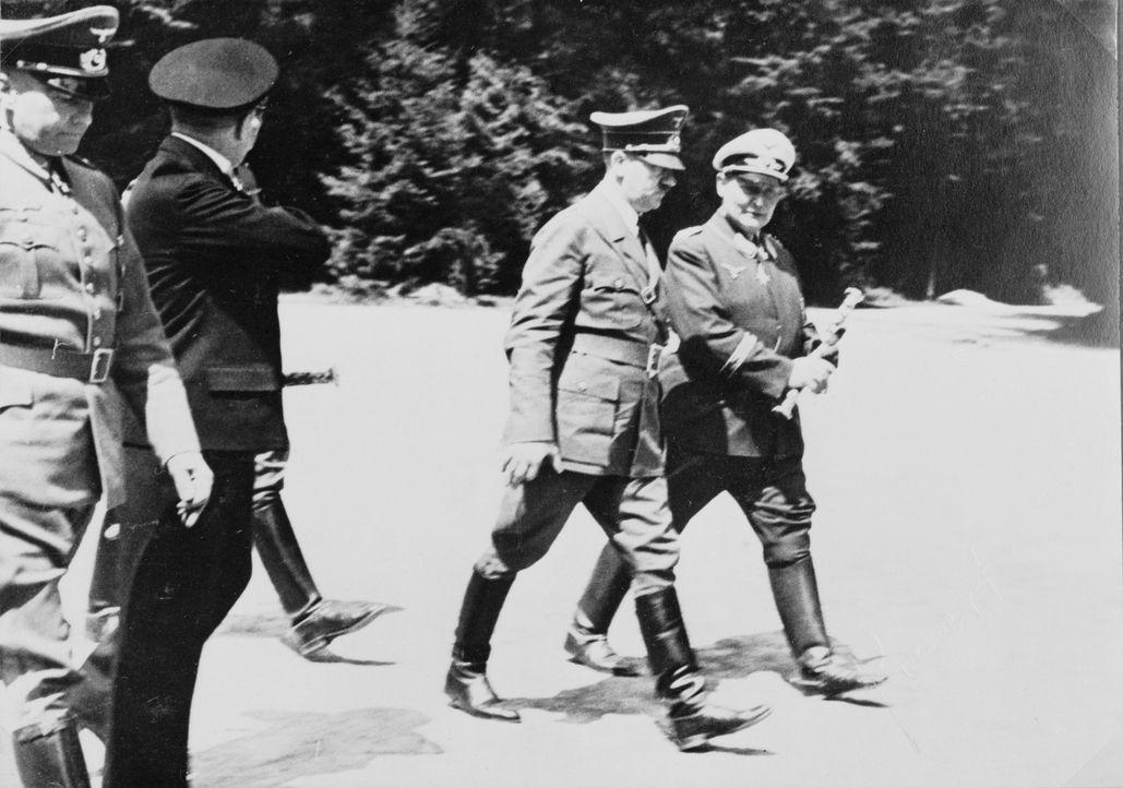 Hitler (2.v.r.) und Göring (r.) im Siegestaumel: Der Waffenstillstand von Compiègne im Zweiten Weltkrieg wurde am 22. Juni 1940 zwischen dem Deutsch... - Bildquelle: Library of Congress