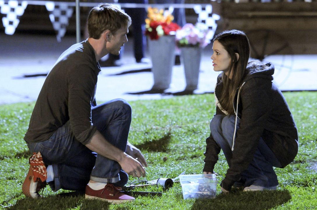 Der Wettkampf entwickelt sich anders als Wade (Wilson Bethel, l.) und Zoe (Rachel Bilson, r.) es sich gewünschtt hatten ... - Bildquelle: Warner Bros.