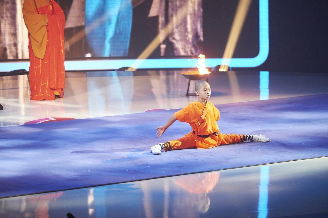 Gibt alles, um zu überzeugen: Shaolin Shamis aus China ... - Bildquelle: Stefan Hobmaier SAT.1
