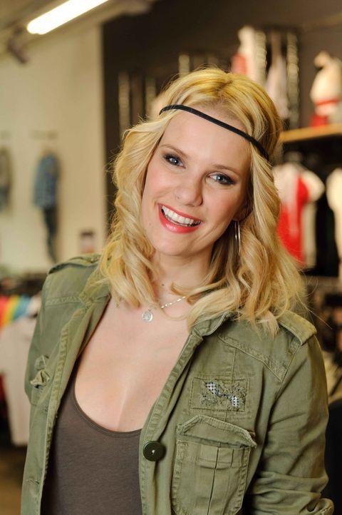 """Schüchterne Außenseiter bekommen von Monica Ivancan in """"Das Model und der Freak"""" Flirt- und Stylingtipps. - Bildquelle: ProSieben"""