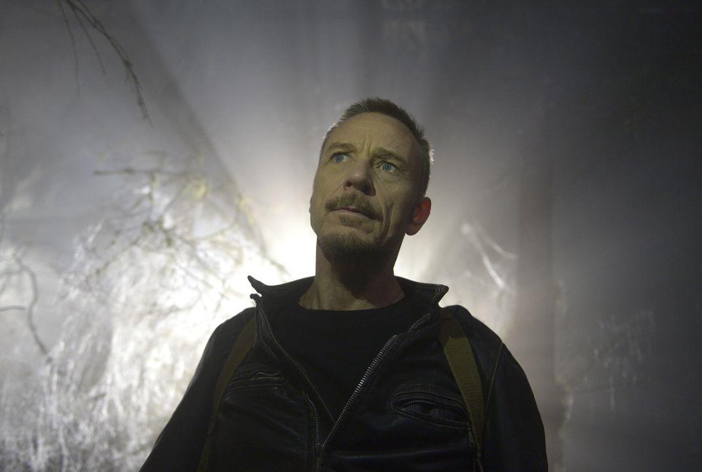 Während sich Tomas in einer Art Trance befindet, macht sich Marcus (Ben Daniels) auf die Suche nach Andy, Rose und den Kindern und entdeckt dabei, w... - Bildquelle: 2017 Fox and its related entities.  All rights reserved.
