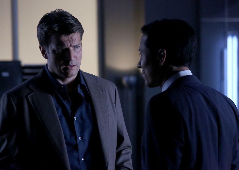 Castle (Nathan Fillion, l.) will unbedingt in Becketts aktuellen Fall involviert werden und bittet ihren Vorgesetzten Chief Carl Villante (Yancey Ar... - Bildquelle: ABC Studios