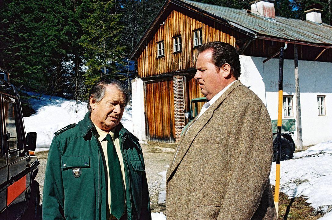 Benno (Ottfried Fischer, r.) und sein alter Freund Rudolf Schenkmeier (Erich Padalewski, l.) reden über den aktuellen Stand der Ermittlungen. - Bildquelle: Aki Pfeiffer Sat.1