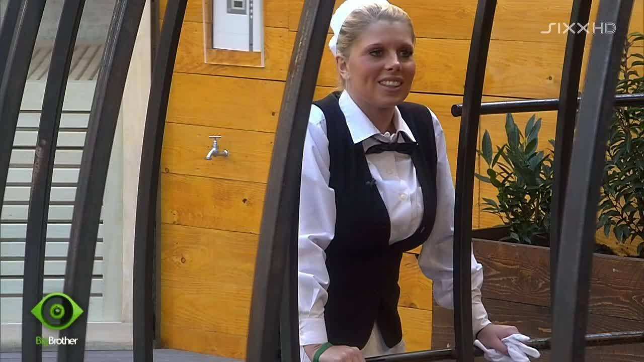 sexy Butlerin Sharon