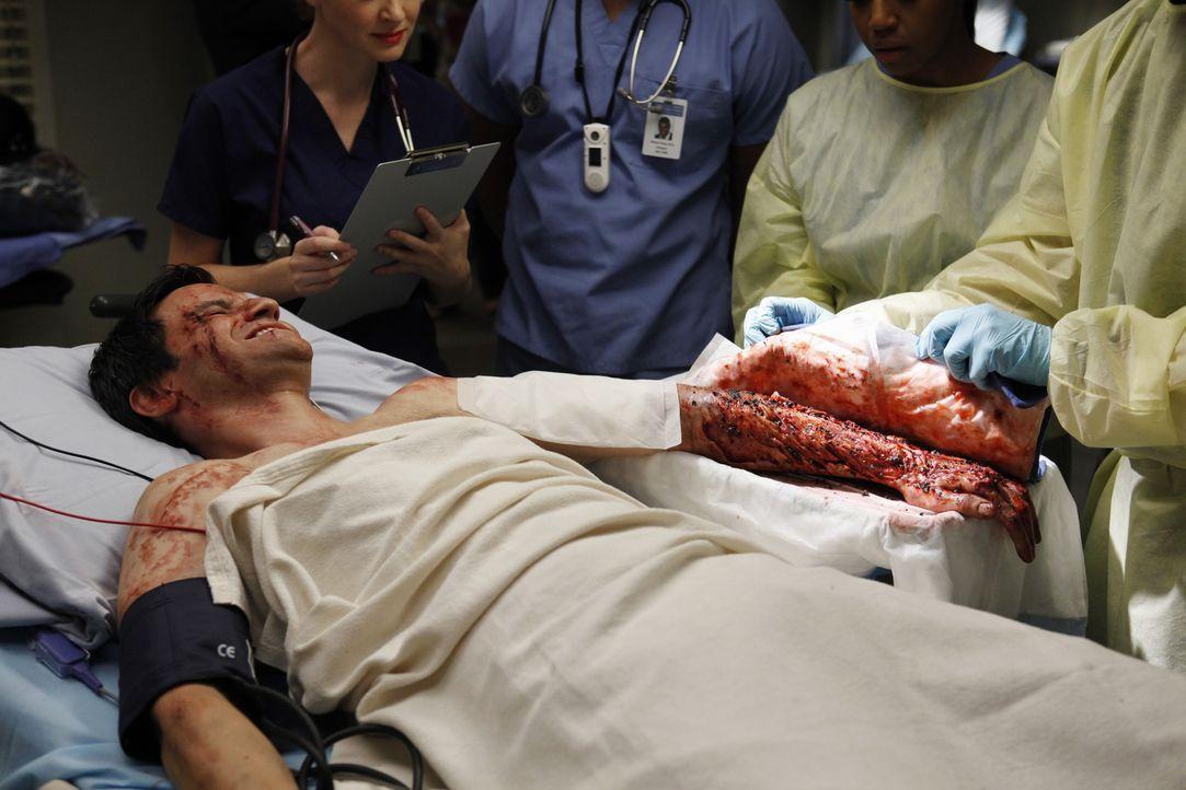 Nach einem schrecklichen Unfall von einer Horde Biker, wird Stuart Loeb (Richard Kahan) mit einer schweren Armverletzung ins Krankenhaus eingeliefer... - Bildquelle: ABC Studios