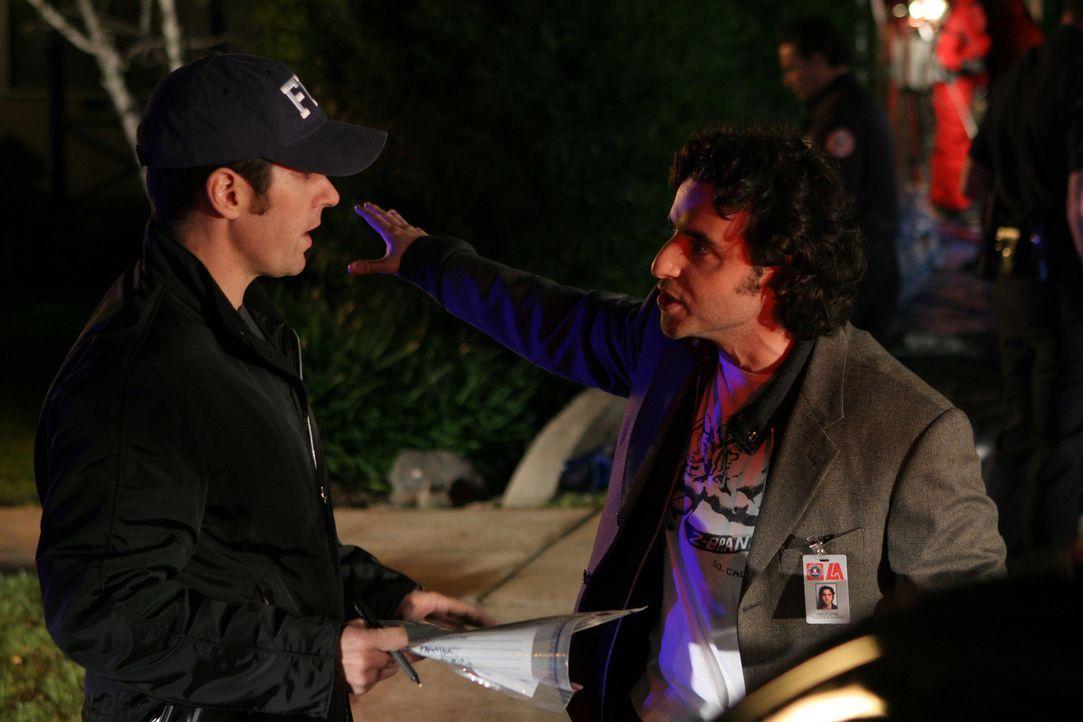 Charlie (David Krumholtz, r.) steht Don (Rob Morrow, l.) bei einem neuen Fall bei ... - Bildquelle: Paramount Network Television