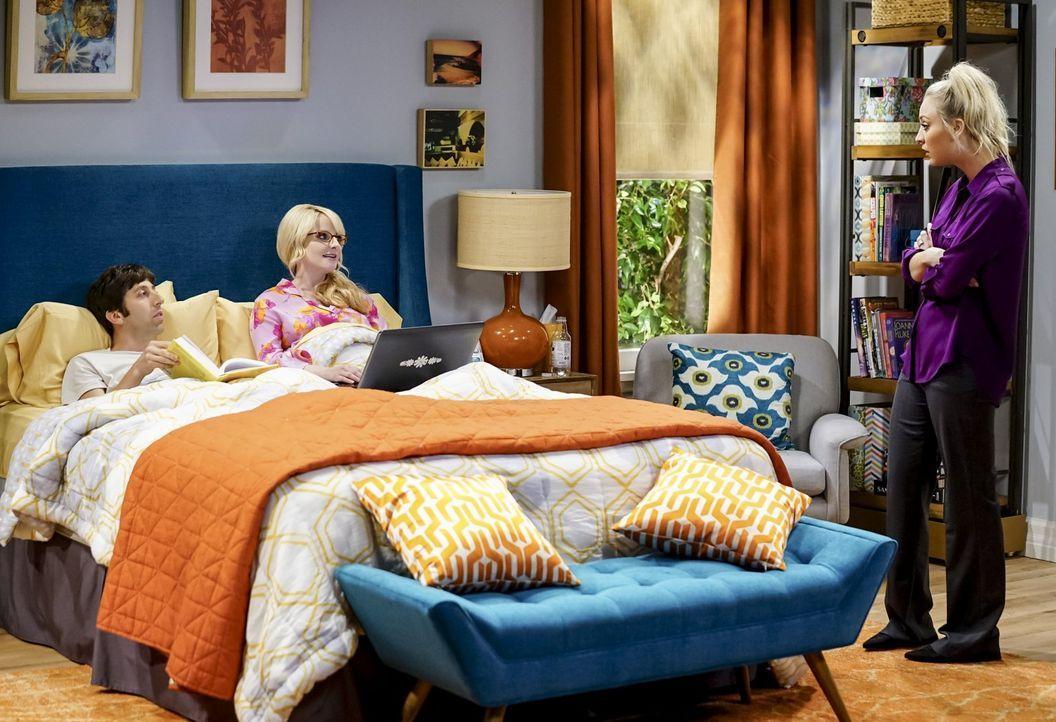 Penny (Kaley Cuoco, r.) muss als Babysitterin einspringen, als Howard (Simon Helberg, l.) und Bernadette (Melissa Rauch, M.) beide Bettruhe halten m... - Bildquelle: Warner Bros. Television