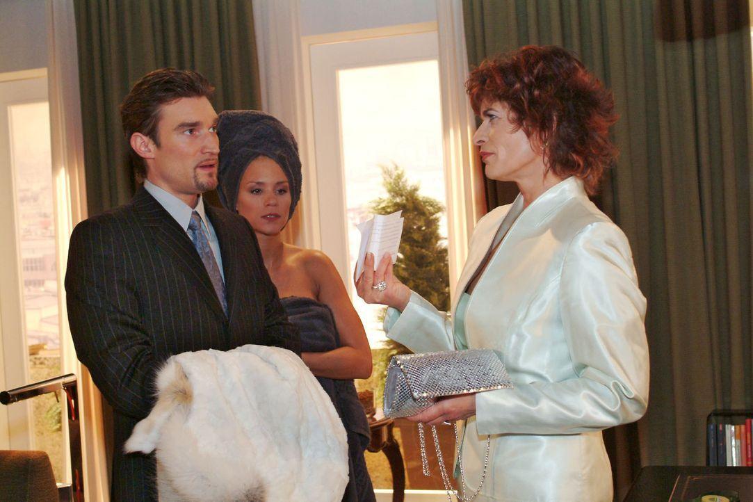 Sophie (Gabrielle Scharnitzky, r.) konfrontiert Richard (Karim Köster, l.) und Sabrina (Nina-Friederike Gnädig, M.) mit der Arztrechnung.